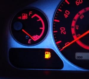 Revisar adecuadamente el motor de tu coche y reponer los líquidos con productos de calidad puede reducir el consumo de combustible hasta en un 10%.