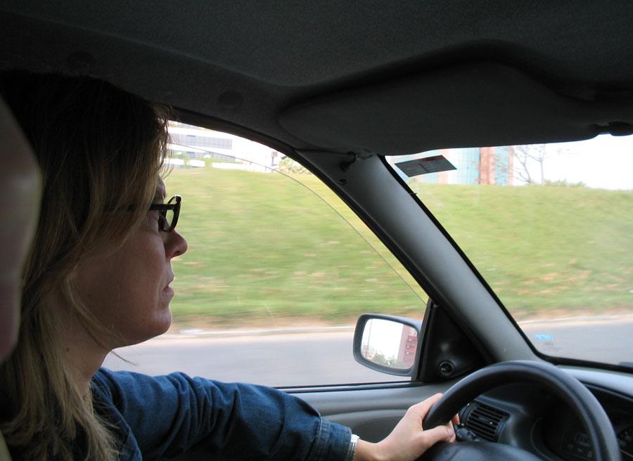 Las mujeres tienen más miedo a conducir que los hombres