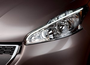Peugeot 208, detalle faro
