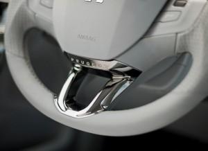 Peugeot 208, detalle volante