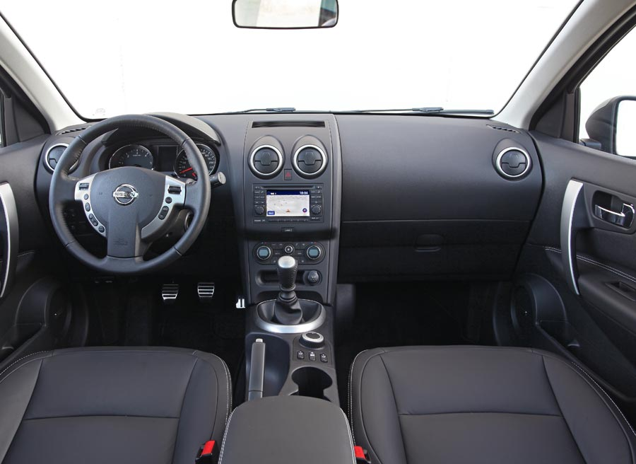 nissan qashqai interior 2012 images galleries with a bite. Black Bedroom Furniture Sets. Home Design Ideas