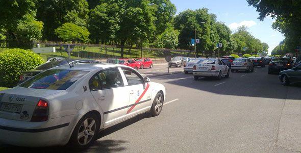 Los taxistas no subirán el IVA hasta 2013