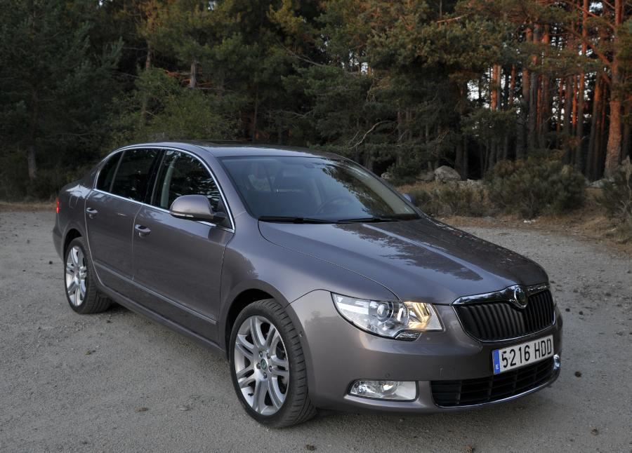 Skoda Superb, lateral