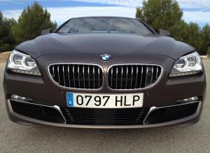 La imagen frontal del BMW Serie 6 Gran Coupé infunde respeto.