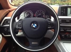 Detalle del puesto de conductor del BMW Serie 6 Gran Coupe.