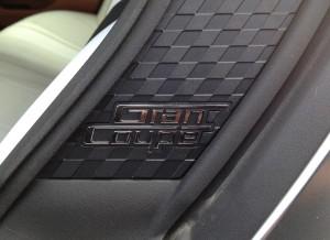 El logotipo del Gran Coupe está presente en las puertas traseras del coche.