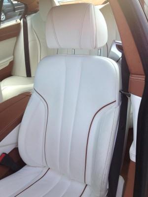 La tapicería en blanco del Serie 6 Gran Coupé es preciosa, pero no es la ideal para quien quiera mantener siempre el coche impoluto.