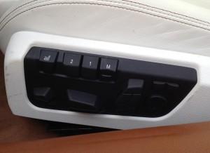 El control de la posición de los asientos es totalmente eléctrico, teniendo estos tres memorias.
