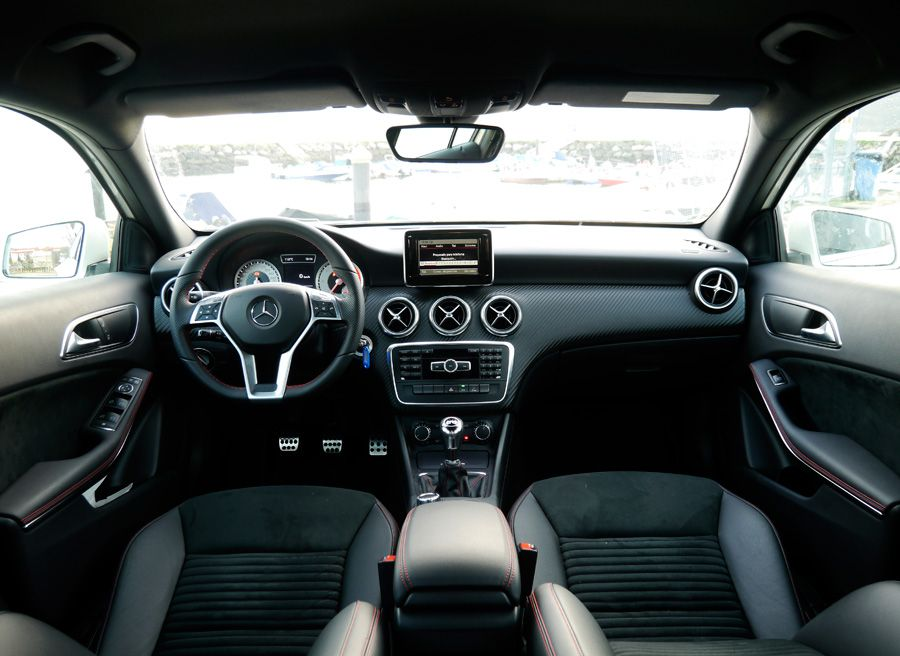 Prueba exhaustiva del mercedes a 180 cdi amg sport for Interior mercedes clase a