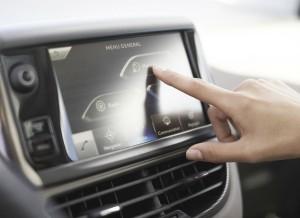 La pantalla táctil del Peugeot 2008 funciona de forma precisa e intuitiva.