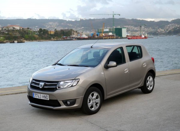 dacia catalunya club dacia sandero tce 90 laureate dacia sandero stepway. Black Bedroom Furniture Sets. Home Design Ideas
