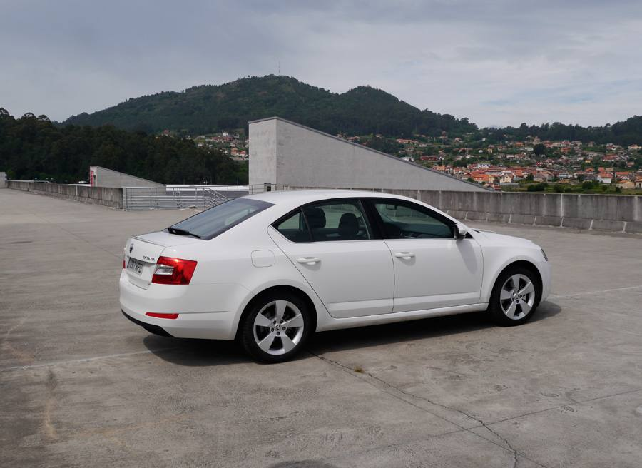 prueba del skoda octavia 1 8 tsi 180 cv elegance 2013 manual. Black Bedroom Furniture Sets. Home Design Ideas