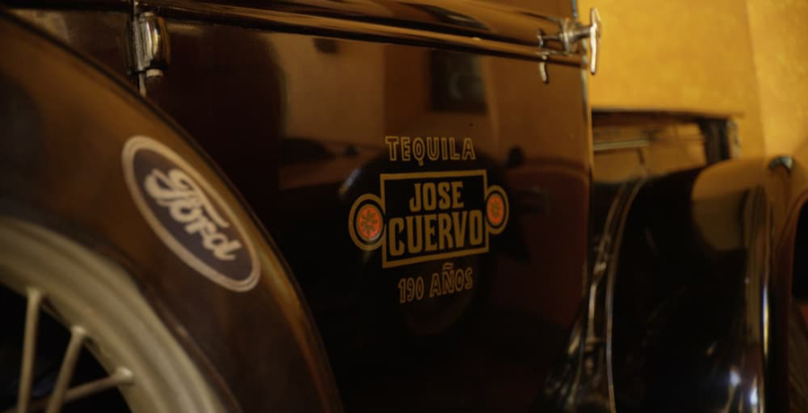 Ford y el tequila José Cuervo crean piezas de automóvil