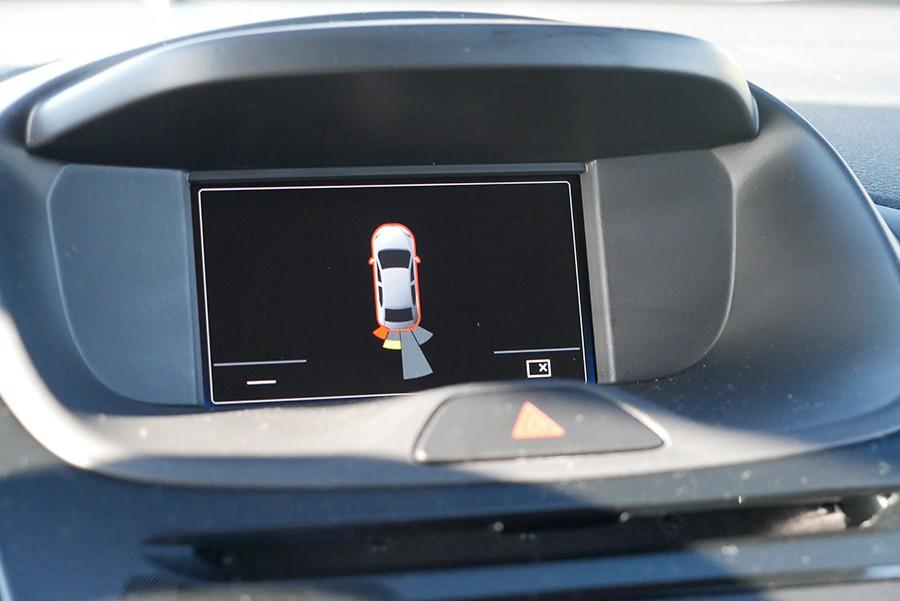 Los sensores de aparcamiento son ópticos además de sonoros.
