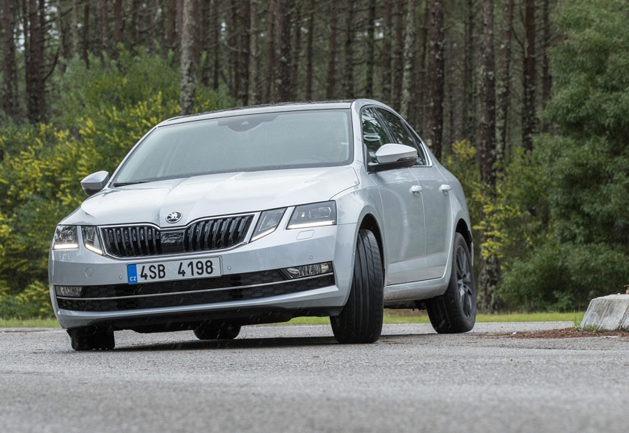 Según el motor elegido, la anchura de la vía trasera del Skoda Octavia 2017 aumenta 20 o 30 mm.