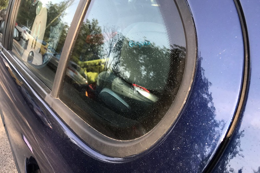 C mo quitar las gotas de resina de la pintura del coche for Como quitar manchas de pintura de aceite del piso